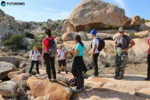La guida racconta la storia della cava di granito all'Asinara
