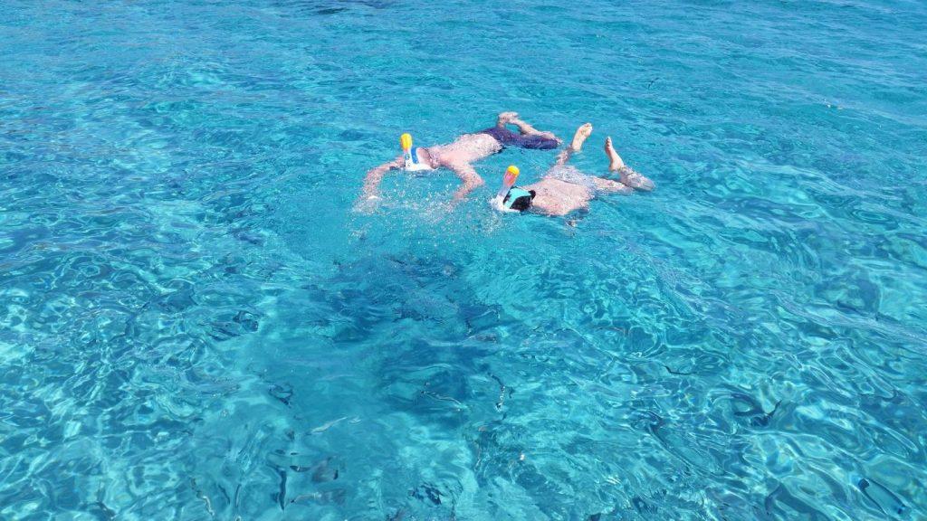 Sosta bagno alle piscine naturali di Stintino Asinara