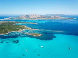 L'Isola Piana e l'Isola dell'Asinara circondate da un mare cristallino